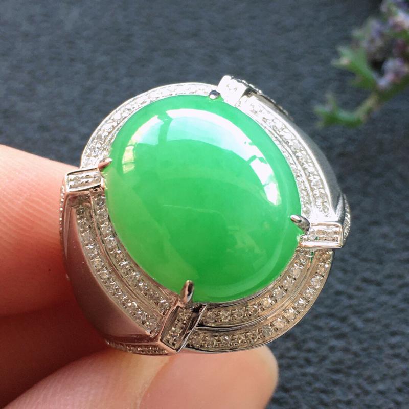 精品翡翠18K镶嵌伴钻戒指,雕工精美,玉质莹润,尺寸:内径:18.9MM,裸石尺寸:15.1*12.