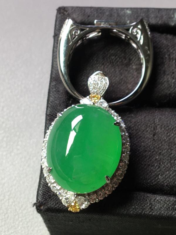 冰满绿鸽子蛋,吊坠戒指两用款,完美,水头足,很饱满,色泽艳丽,裸石尺寸19.8/16.2/9--32