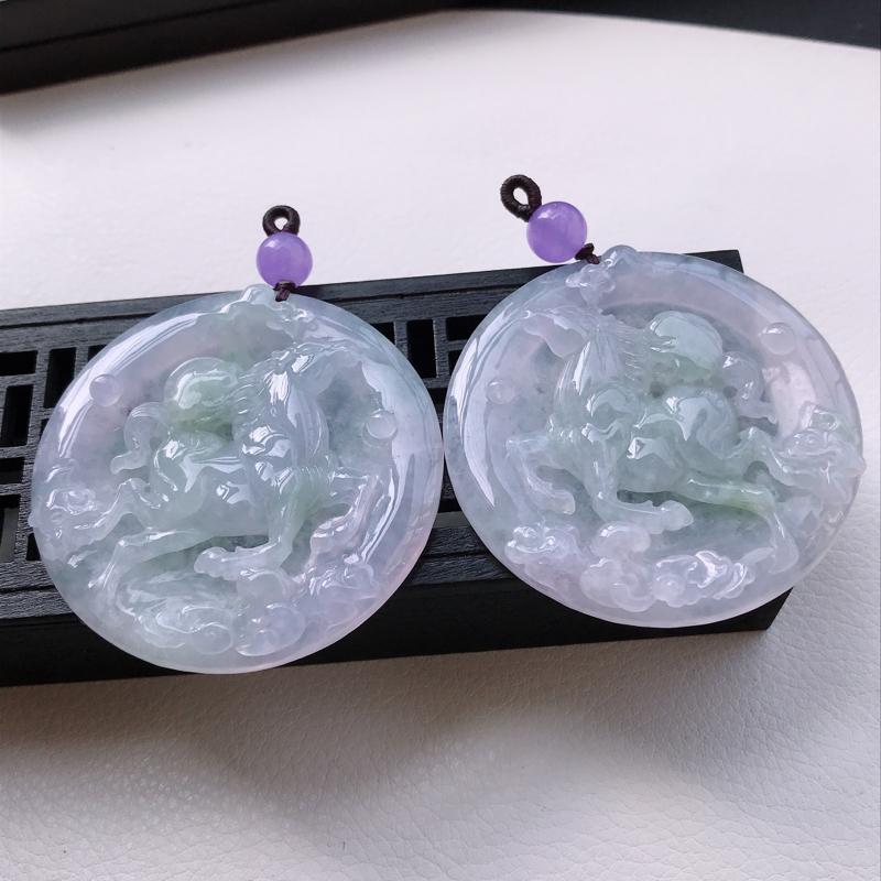 冰糯种紫罗兰精雕马上有钱吊坠一对,尺寸53.1/6.5,53/6.8,雕工精细 玉质细腻水润,底色漂