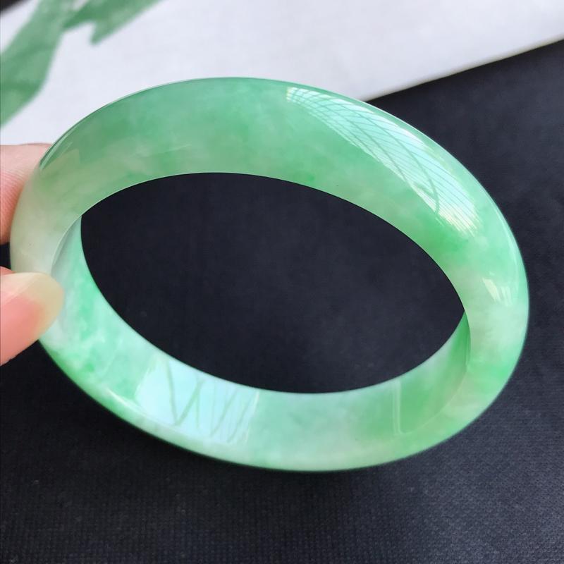 圈口57mm天然翡翠A货老坑糯种飘绿正圈手镯,圈口:57.6×13.5×7.9mm,料子细腻,水头好