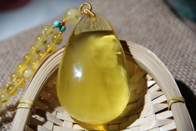 纯天然原矿鸡油黄金包蜜意境蜜蜡水滴