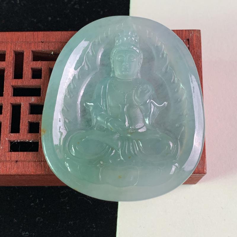 天然A货翡翠_浅绿色翡翠观音牌子,尺寸55.1*46.6*5.5mm,料子细腻,色彩迷人,雕工精细,