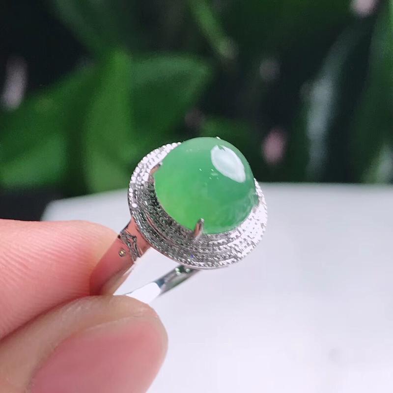 天然A货翡翠18K豪镶伴钻满绿戒指,尺寸17.2-9.5-7mm.重量3.10g,无纹裂