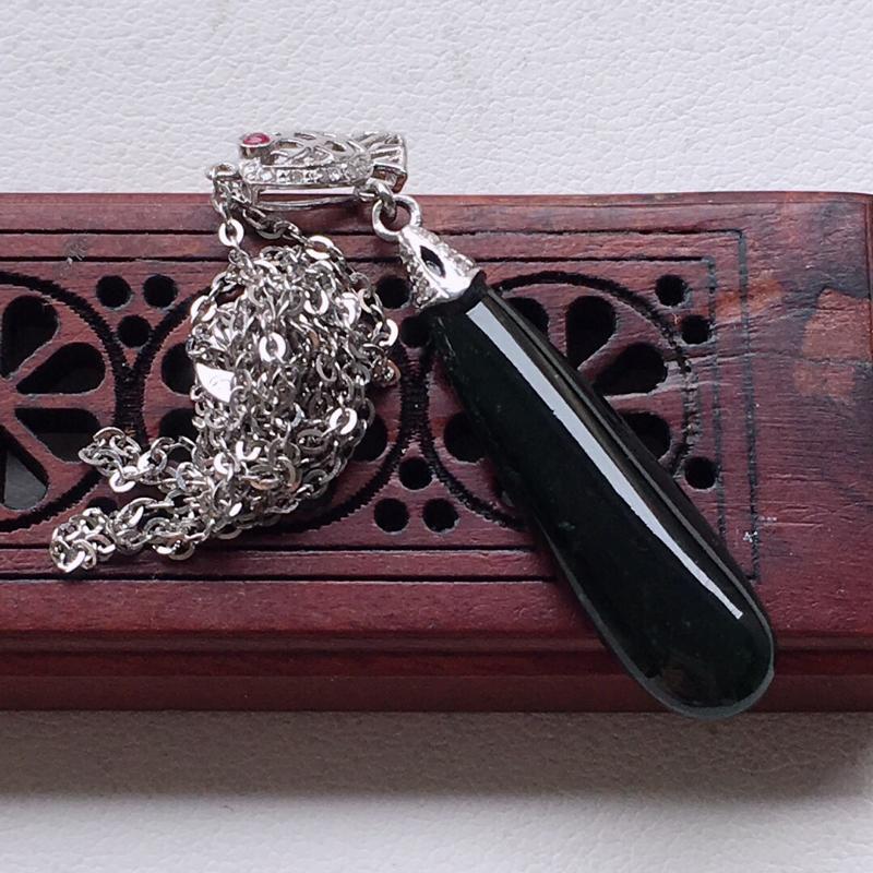 缅甸翡翠18k金伴钻镶嵌墨翠项链,自然光实拍,颜色漂亮,玉质莹润,佩戴佳品,包金尺寸:26.1*7.