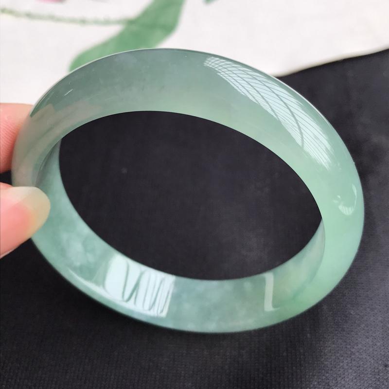 圈口57mm天然翡翠A货老坑糯化种飘绿正圈手镯,圈口:57.2×13.6×7.1mm,料子细腻,水头