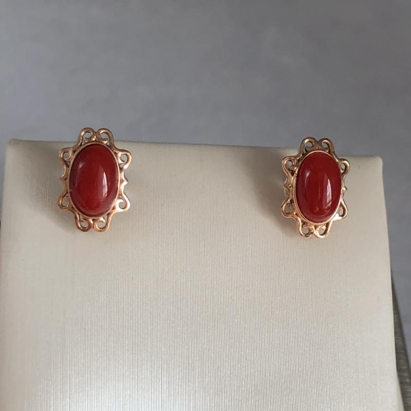 【物美价廉】红珊瑚耳钉,日本阿卡材料,颜色深红色,裸石尺寸为7.6*5.1mm,光泽柔润,18k真金