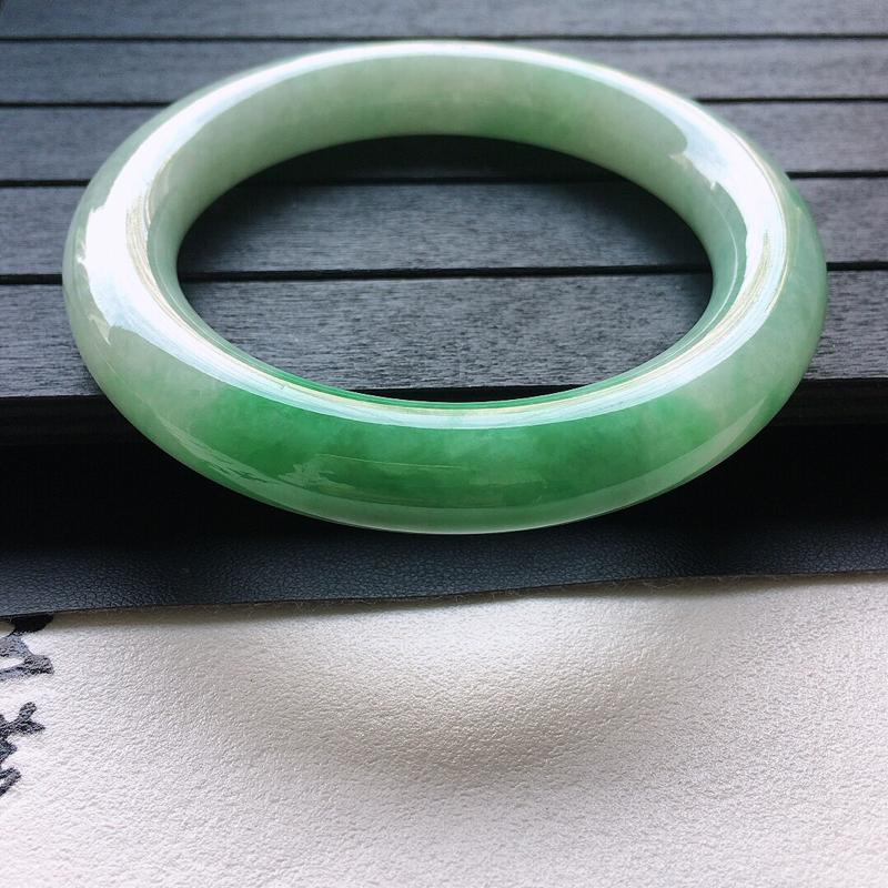 【原价9800】*缅甸翡翠59圈口带绿圆条手镯,自然光实拍,颜色漂亮,玉质莹润,佩戴佳品,尺寸:59