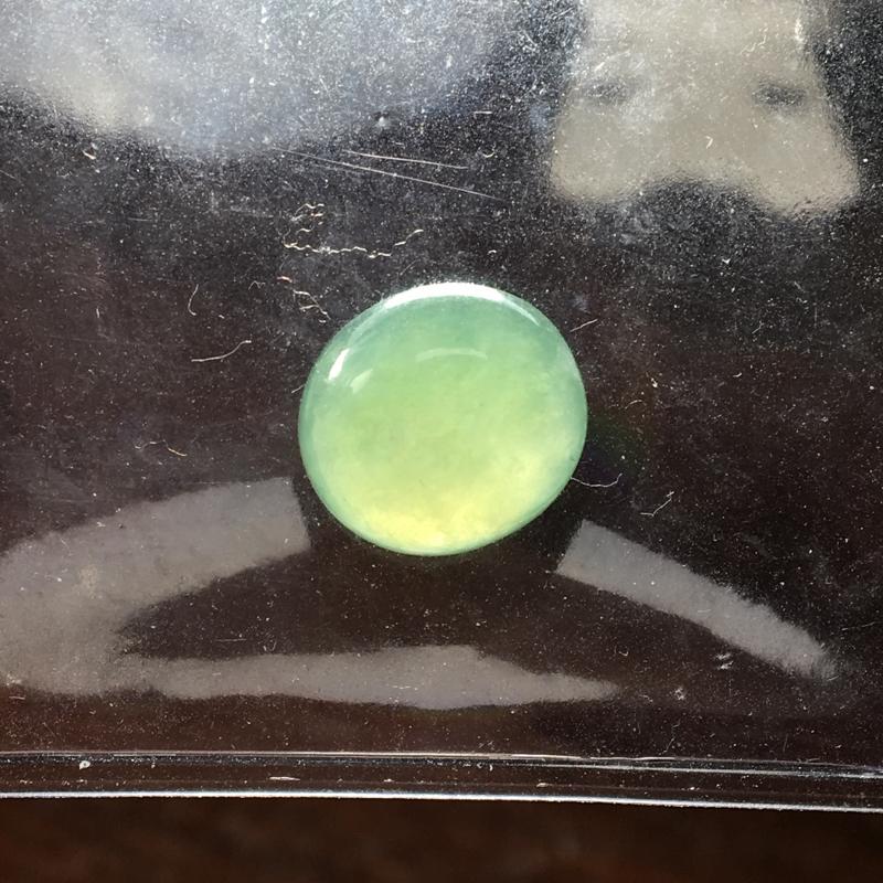 【自然光实拍,缅甸a货翡翠,苹果绿蛋面,种好水润,颜色漂亮,形体饱满,品质佳,镶嵌效果好】图9