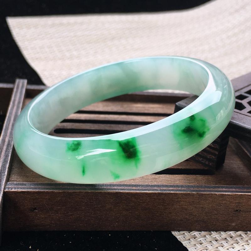 圈口:55-56,天然翡翠A货—飘阳绿莹润透光正圈手镯,尺寸:55.9/13.3/7.6