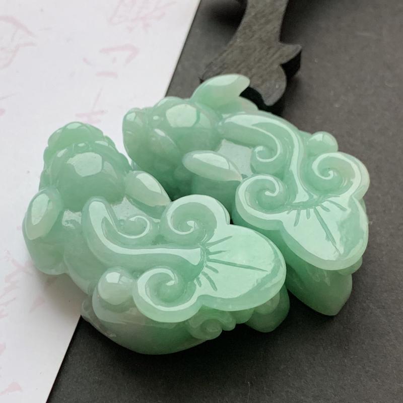 缅甸a货翡翠,水润满色招财貔貅一对,玉质细腻,雕工精细,寓意佳,招财进宝,佩戴效果更佳
