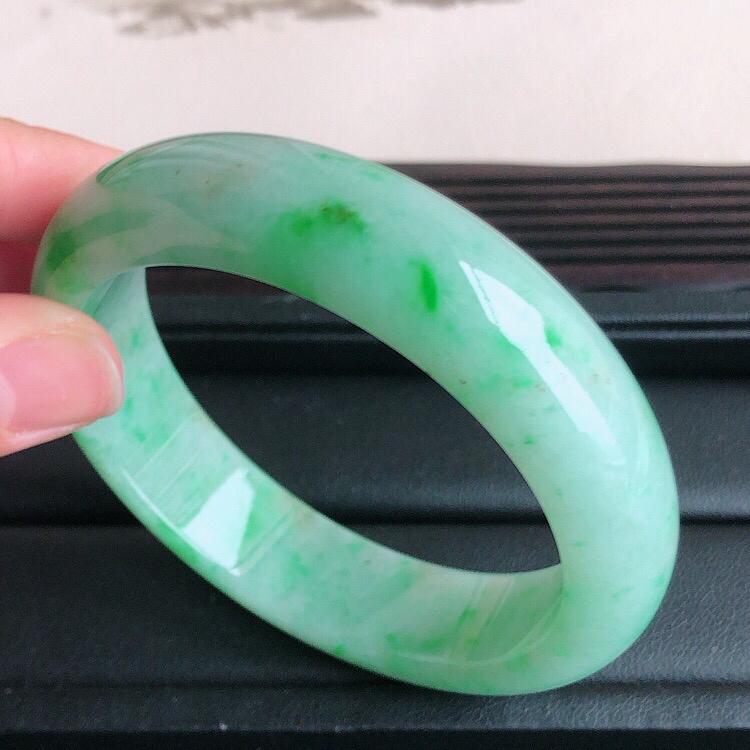 【圈口57mm,天然缅甸翡翠A货飘绿宽边手镯 ,料子细腻柔洁, 尺寸57/15/8.5mm ,重量70.07g。##**】图7