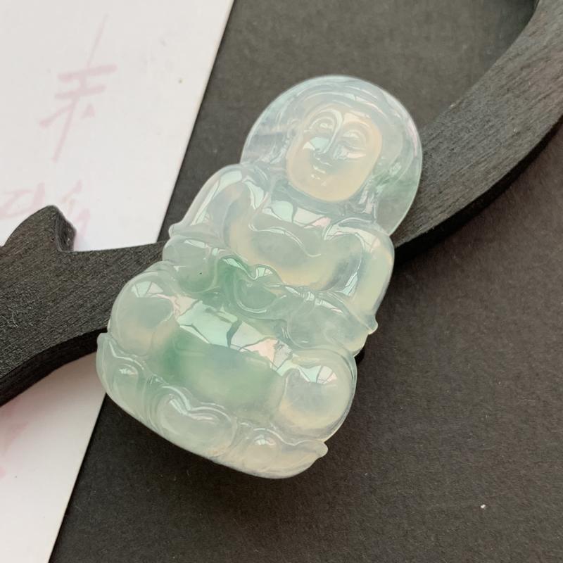 缅甸a货翡翠_水润飘花观音挂件,玉质细腻,水润飘绿,雕工精细,面相清秀,有种有色,佩戴效果更佳