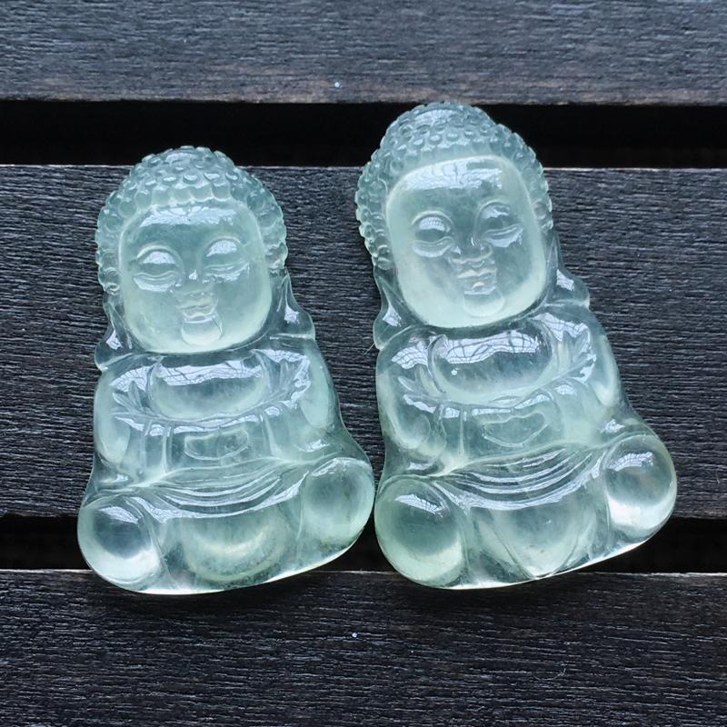 自然光实拍,缅甸a货翡翠,冰种宝宝佛一对,饱满种好水润,玉质细腻,雕工精细,品相佳,镶嵌佳品。