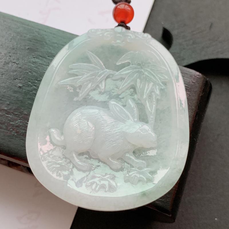 缅甸a货翡翠_水润生肖兔挂件,玉质细腻,雕工精细,底子干净清爽,佩戴效果更佳,顶珠为装饰