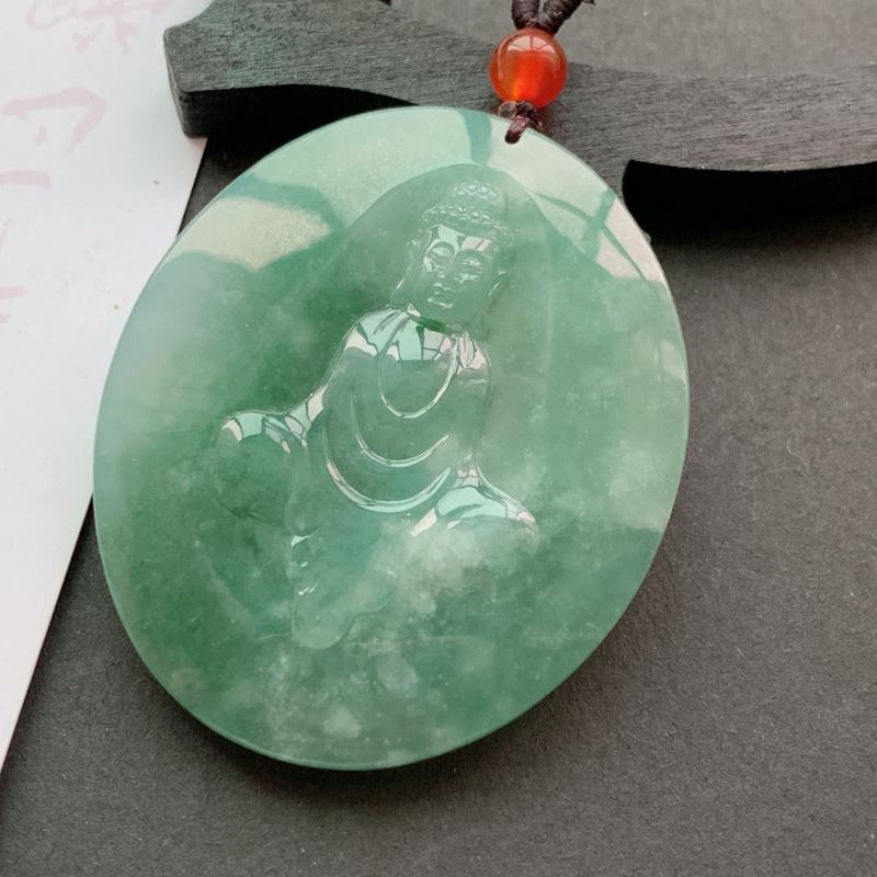 缅甸a货翡翠_水润满色大日如来挂件,玉质细腻,底子干净细腻,有种有色,佩戴效果更佳,顶珠为装饰