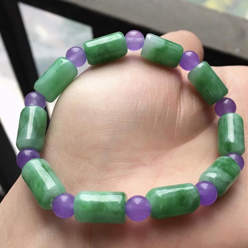 缅甸翡翠A货满绿飘花手链玉质细腻,老坑水足,上手高档端庄,单个路路通尺寸12.4-7.7mm紫色珠子
