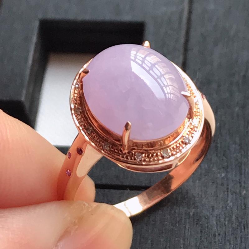 翡翠A货,18K金镶嵌冰糯种满紫蛋面戒指,玉质细腻,底色漂亮,上身高贵,尺寸内径16.9,裸石11.