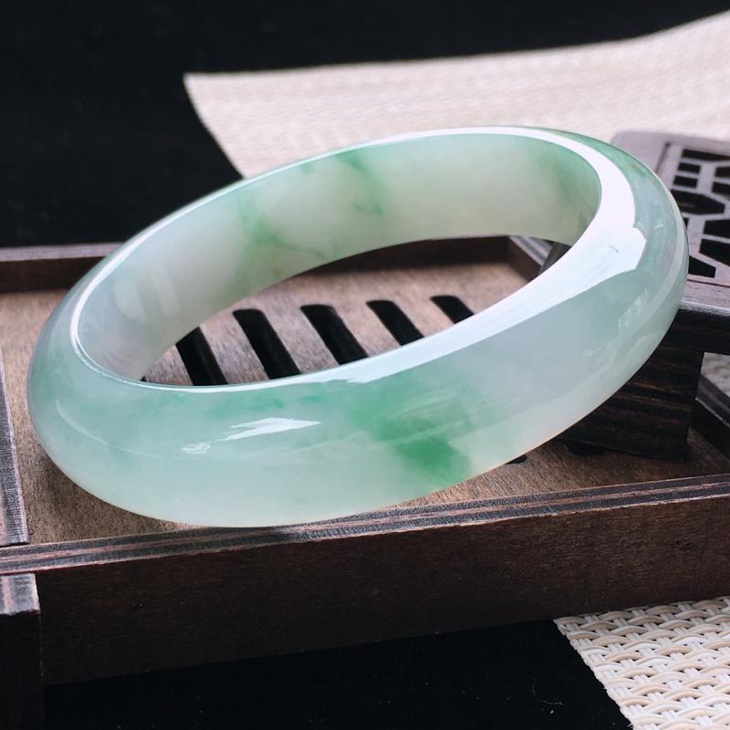 圈口:56-57,天然翡翠A货—飘绿莹润透光正圈手镯,尺寸:56.8/13.8/8,棉线