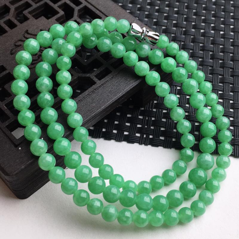 A货翡翠   糯种满绿塔珠项链   尺寸珠大5.5mm小4.6mm  水头好,玉质细腻,色泽艳丽,珠