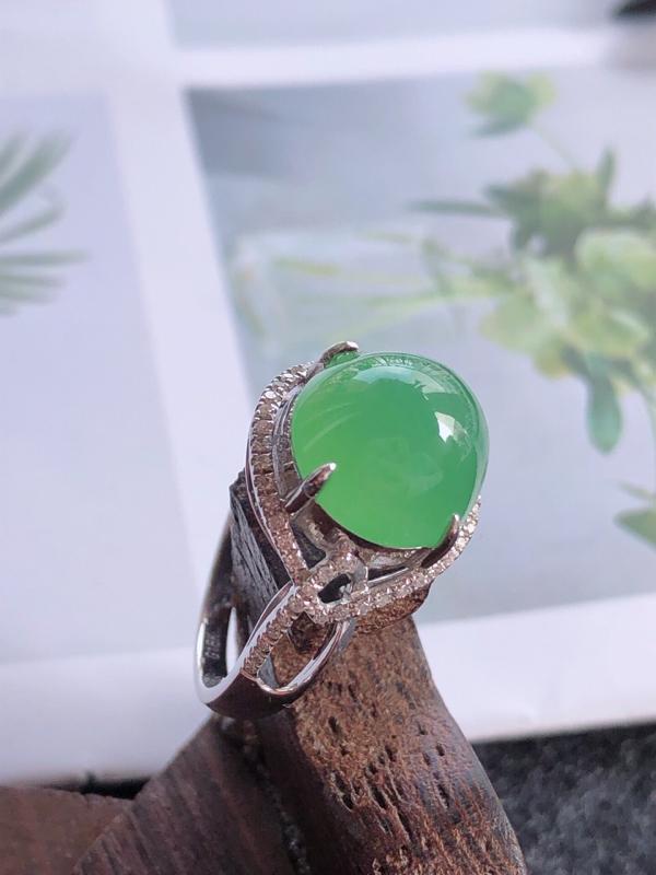镶嵌18k金伴钻戒指完美水润,天然翡翠A货,裸石长10.7-10.7-6.8内径17mm##**