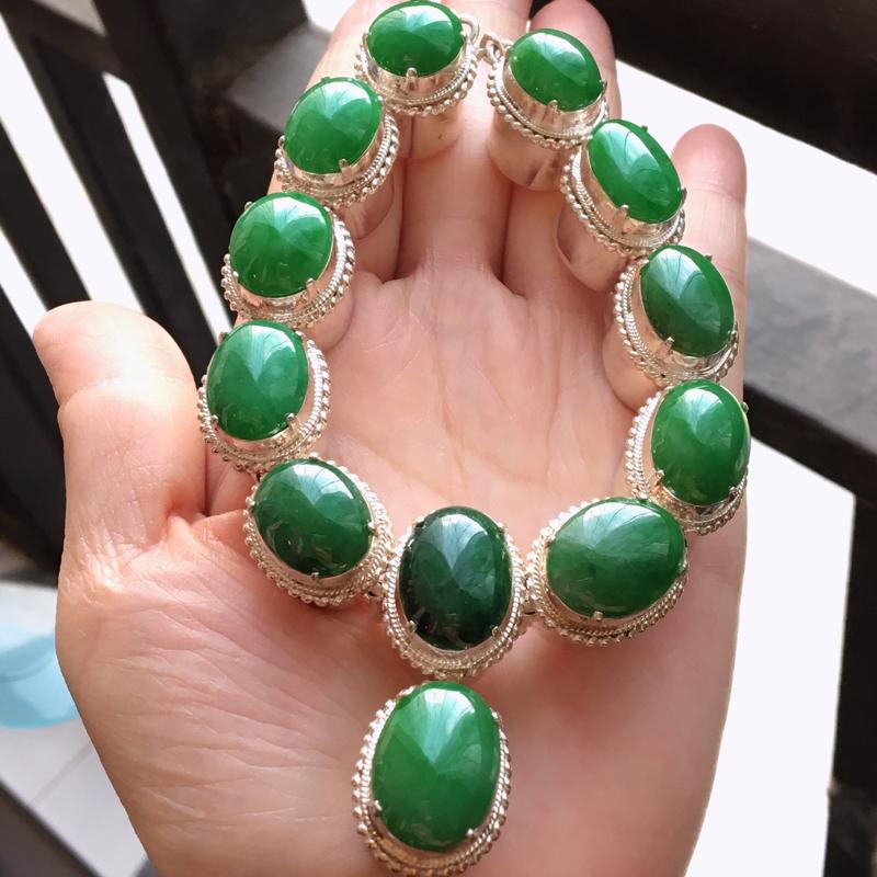 完美,缅甸翡翠A货铜托满绿蛋面,蛋面镶嵌起来美美的!玉质细腻,老坑水足,大18.2/13.2/3.3