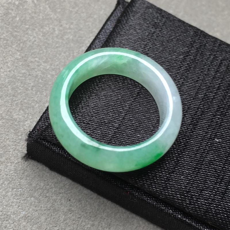 翡翠a货,飘绿指环,种水一流,佩戴精美,性价比高,实物漂亮