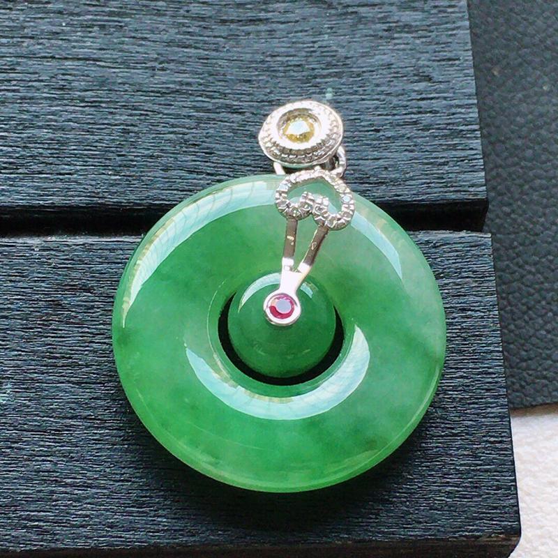 缅甸翡翠18k金伴钻镶嵌带绿母子平安环吊坠,自然光实拍,颜色漂亮,玉质莹润,佩戴佳品,包金尺寸:24