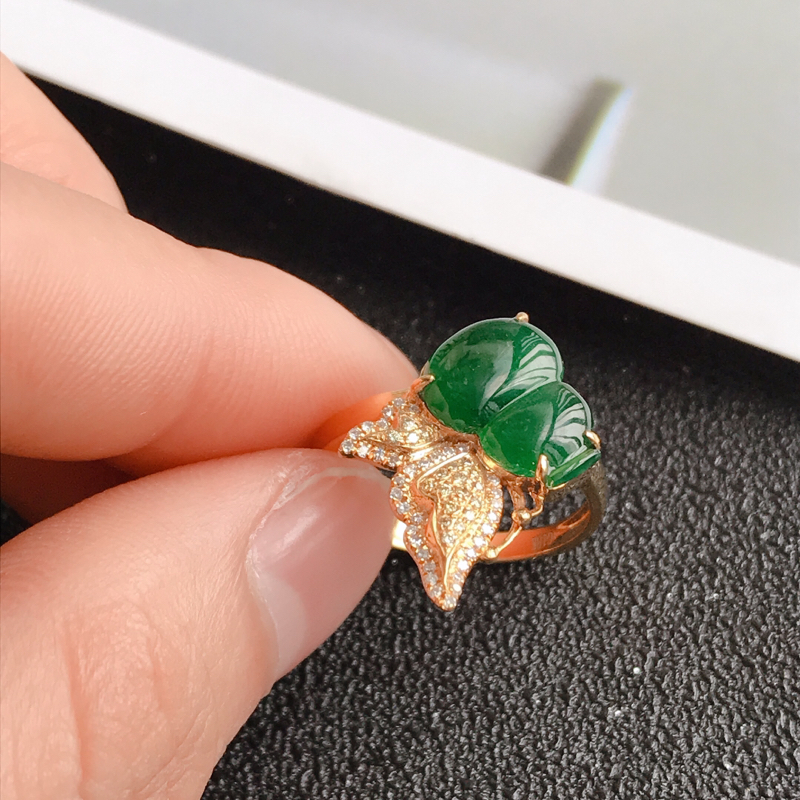 葫芦戒指,缅甸天然老坑A货翡翠,尺寸 裸石长11.6*8.3*3 内直径17mm  完美,料子細膩