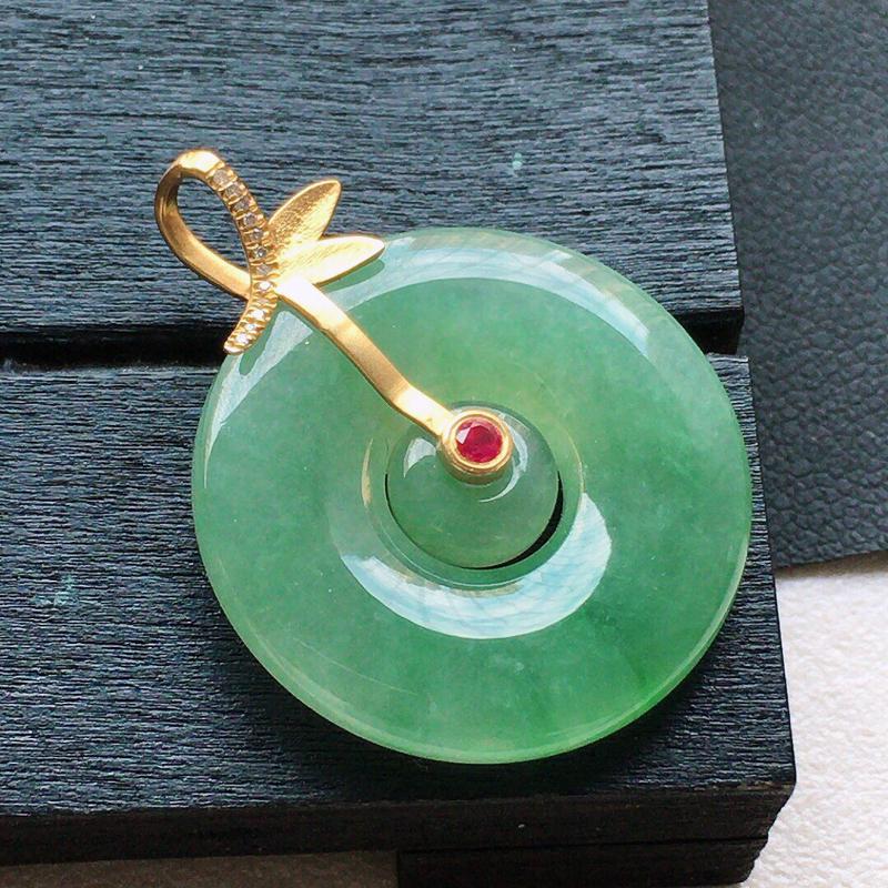 缅甸翡翠18k金伴钻镶嵌带绿母子平安扣吊坠,自然光实拍,颜色漂亮,玉质莹润,佩戴佳品,包金尺寸:29