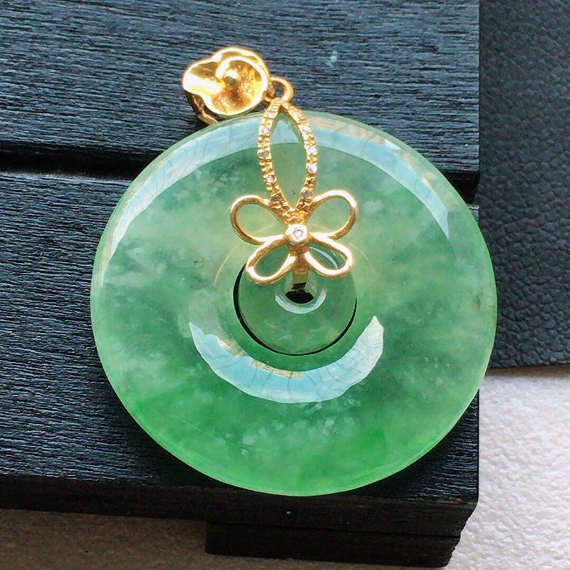 缅甸翡翠18k金伴钻镶嵌带绿母子平安环吊坠,自然光实拍,颜色漂亮,玉质莹润,佩戴佳品,包金尺寸:30
