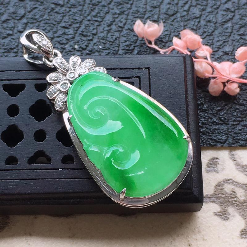缅甸翡翠18K金伴钻镶嵌带绿如意吊坠,颜色好,玉质细腻,雕工精美,佩戴送礼佳品,包金尺寸:32.7*
