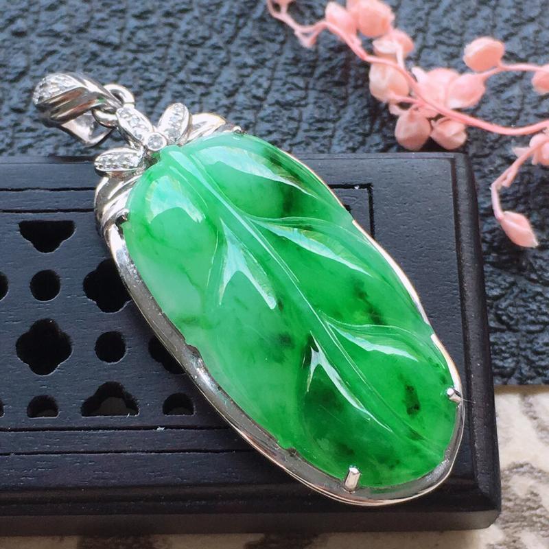 缅甸翡翠18K金伴钻镶嵌带绿叶子吊坠,颜色好,玉质细腻,雕工精美,佩戴送礼佳品,包金尺寸: 36.6