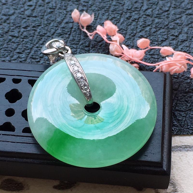 缅甸翡翠18K金伴钻镶嵌带绿平安扣吊坠,颜色好,玉质细腻,雕工精美,佩戴送礼佳品,包金尺寸:
