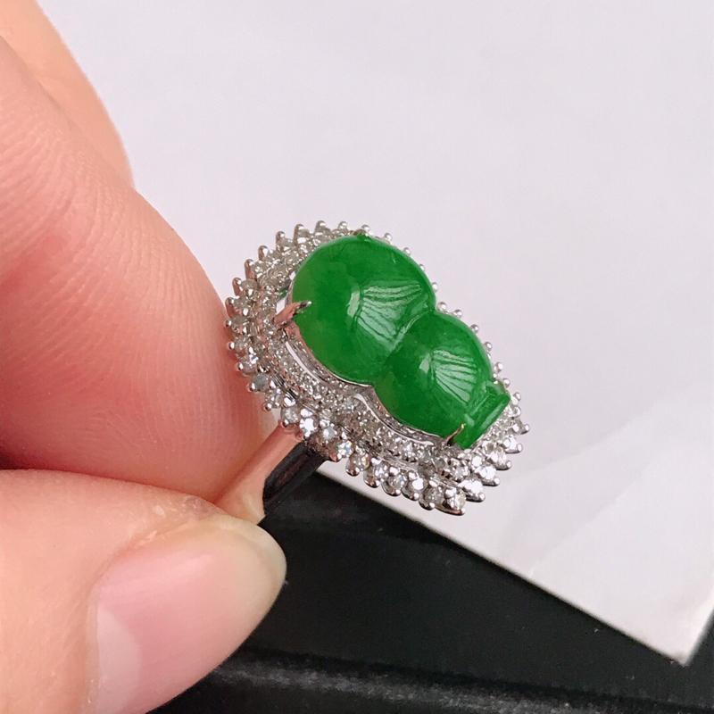 满绿葫芦镶嵌18k金伴钻戒指,天然翡翠A货,长12.6-8-3内径17mm