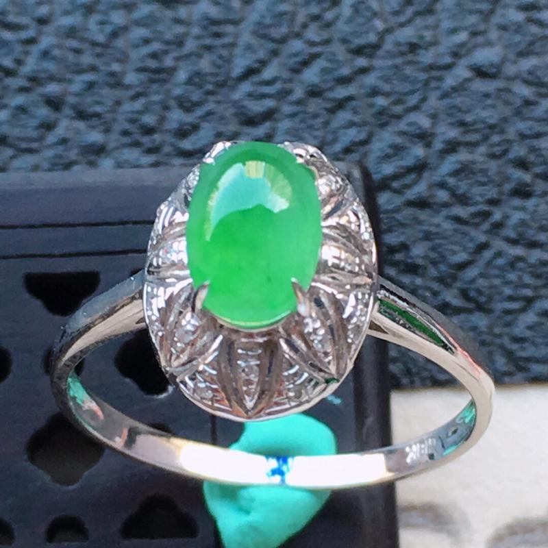 缅甸翡翠16圈口18k金伴钻镶嵌带绿蛋面戒指,自然光实拍,颜色漂亮,玉质莹润,佩戴佳品,内径:16.