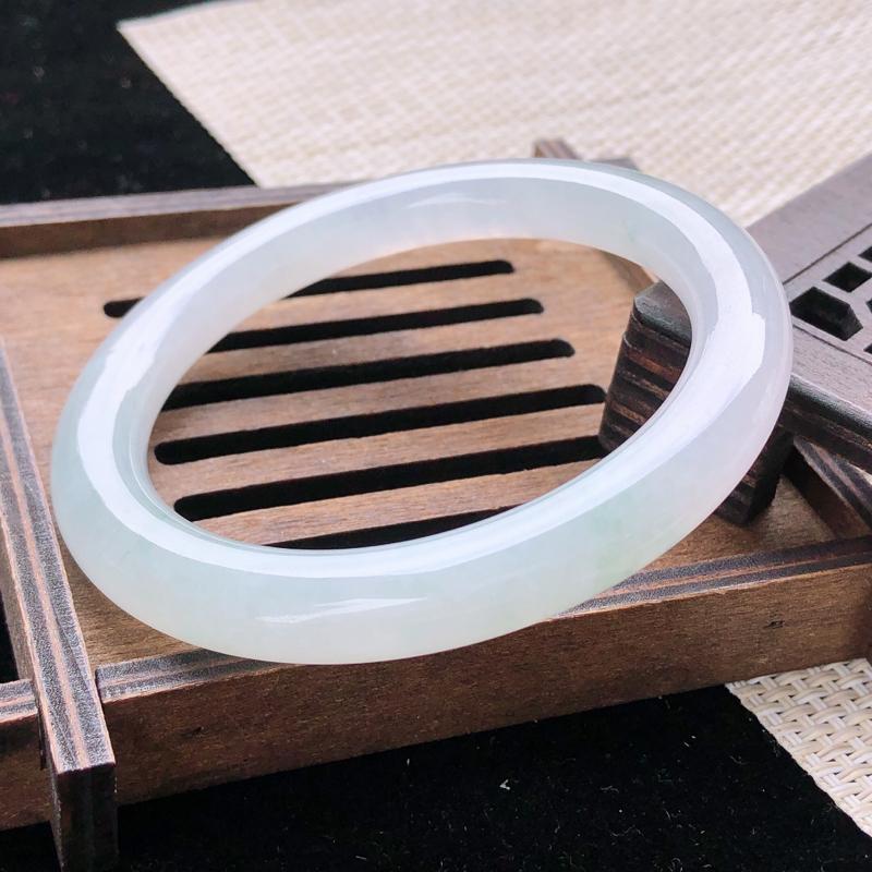 圈口:54-55,天然翡翠A货—莹润透光圆条手镯,尺寸:54.5/8.4/9.5,完美 胶