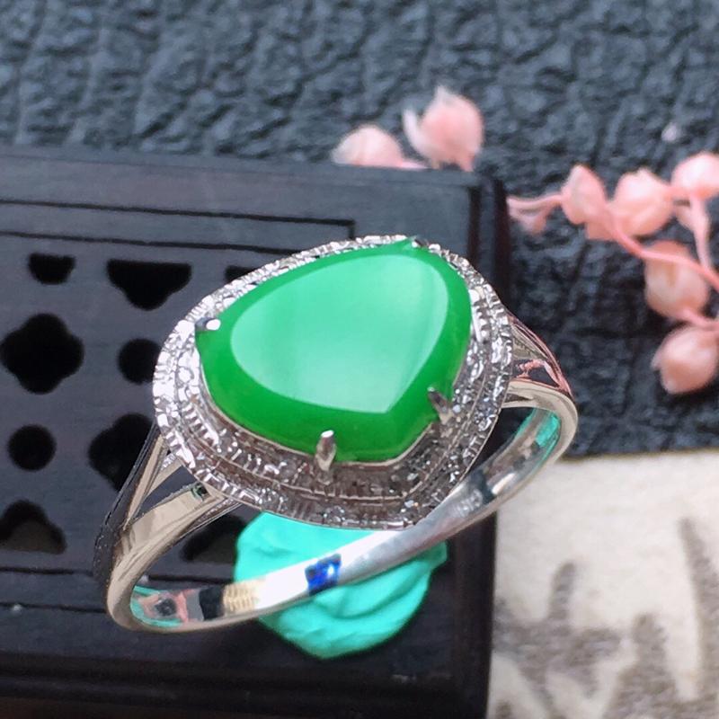 缅甸翡翠16圈口18k金伴钻镶嵌带绿心形戒指,自然光实拍,颜色漂亮,玉质莹润,佩戴佳品,内径:16.