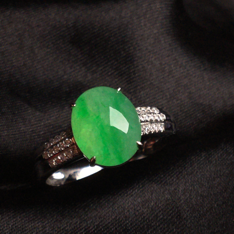 【天然翡翠A货,18k金镶嵌钻石,满绿戒指,料子细腻,冰透水润,色泽鲜艳,豪华镶嵌,款式精美,性价比超高,##**】图2