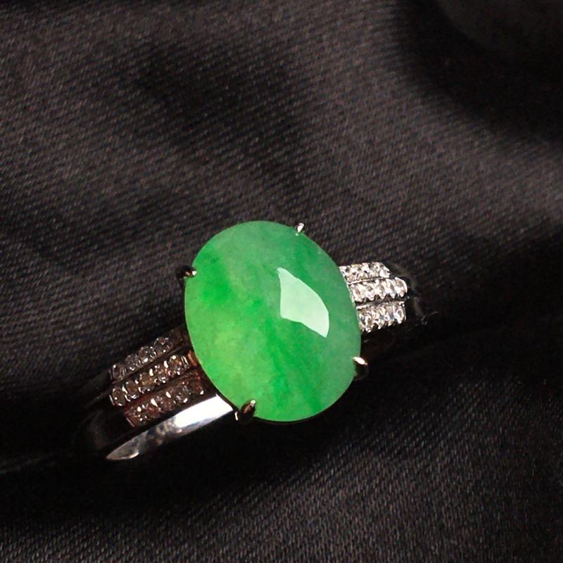 天然翡翠A货,18k金镶嵌钻石,满绿戒指,料子细腻,冰透水润,色泽鲜艳,豪华镶嵌,款式精美,性价比超