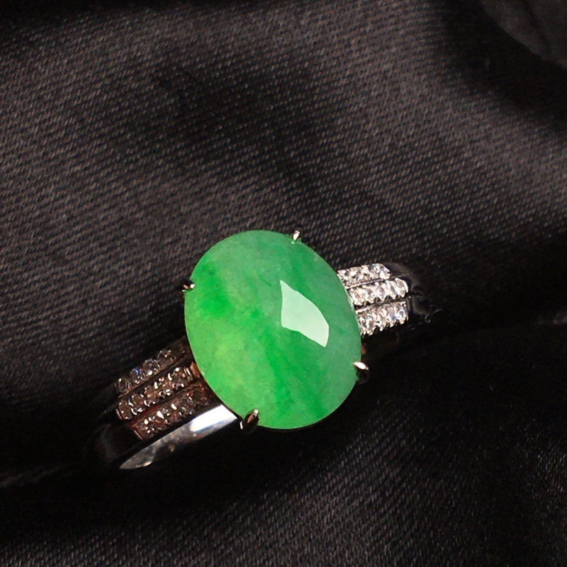 【天然翡翠A货,18k金镶嵌钻石,满绿戒指,料子细腻,冰透水润,色泽鲜艳,豪华镶嵌,款式精美,性价比超高,##**】图5