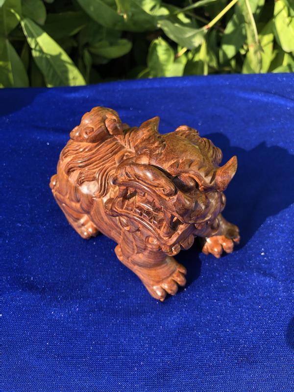 【正宗海南黄花梨油梨雕件(貔貅一对)、颜色均匀,纹理清晰、大师雕工,材质细腻、规格:长99mm 宽:55mm 高:73mm 重:475克】图3