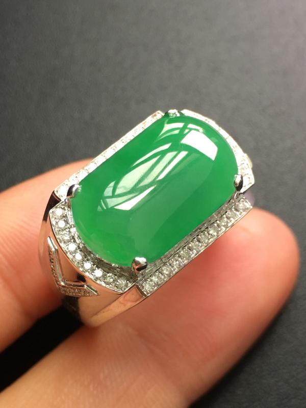 翡翠A货,马鞍戒指,18K金钻石镶嵌,完美,种水超好,性价比高。##**