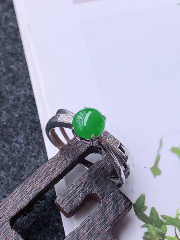 镶嵌18k金伴钻满绿福气戒指天然翡翠A货,圈口17.5mm裸石尺寸:6.3-4