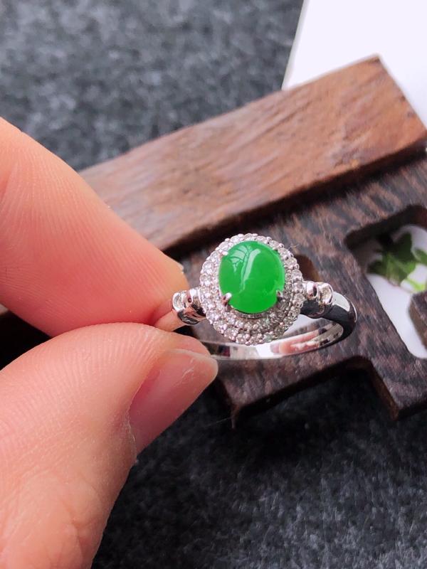 镶嵌18k金伴钻满绿戒指天然翡翠A货,圈口17mm裸石尺寸:6-5.2-4