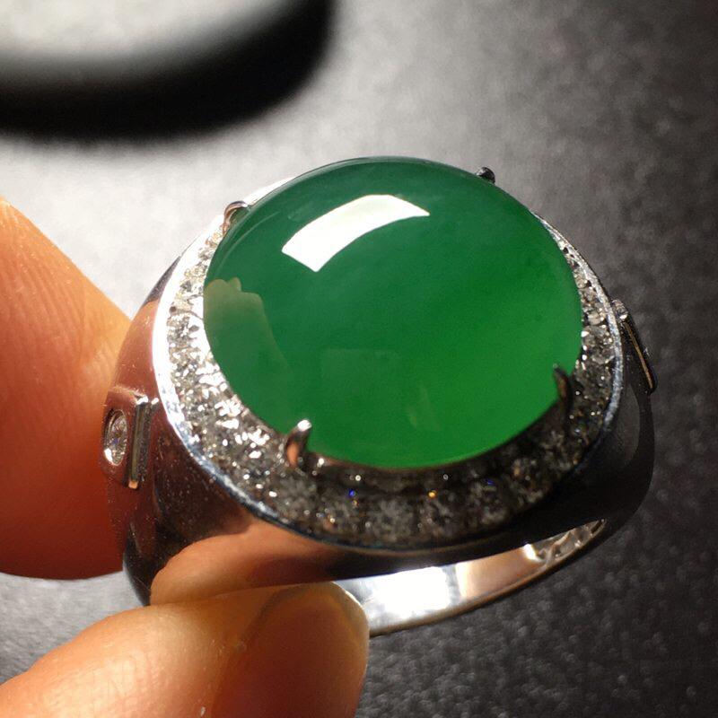 满绿绿蛋面马鞍翡翠💍,水润通透,色泽艳丽,饱满完美,性价比高,裸石尺寸:15*14.9*6.5整体尺