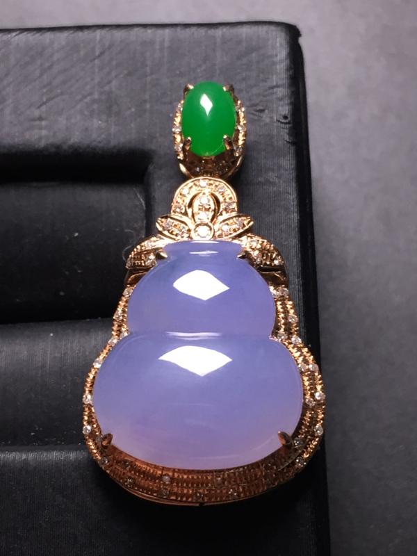 紫罗兰葫芦吊坠,18k真金真钻镶嵌,完美,种水超好,玉质细腻。整体尺寸:33.4*17.9*9.9#