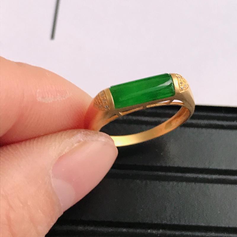 緬甸天然老坑A貨翡翠,内径:17.2mm 裸石尺寸:10.0*8.0*3.0mm  18K金伴钻镶嵌