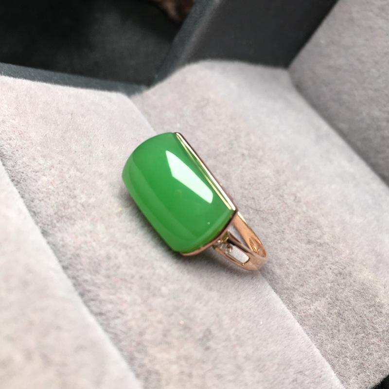 【碧玉戒指】 整体规格约:12/7mm 圈口:15 天然和田玉,老坑俄料碧玉,颜色漂亮,艳丽,苹果绿