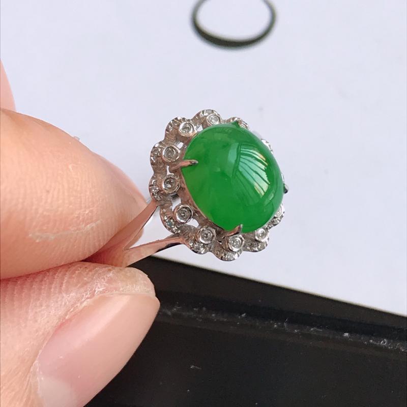 緬甸天然老坑A貨翡翠,内径:17.2mm 裸石尺寸:8.5*7.2*4.0mm  18K金伴钻镶嵌满