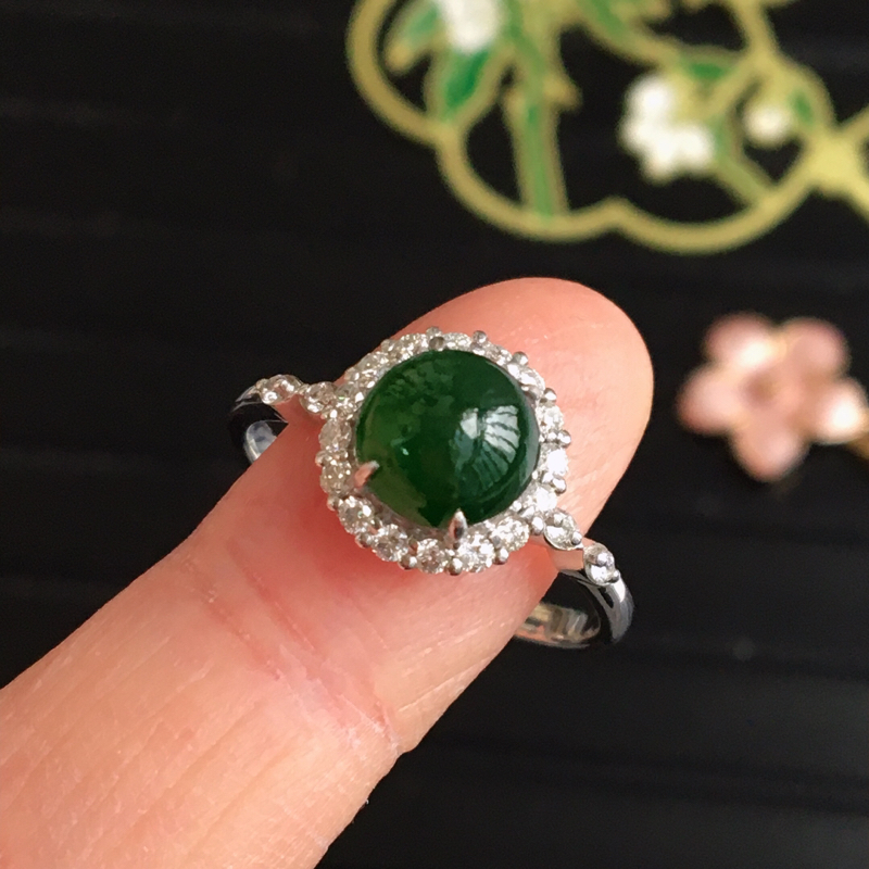 完美,缅甸翡翠A货绿蛋面戒指,镶嵌18K金伴钻,内直径16.8mm,可以改圈口